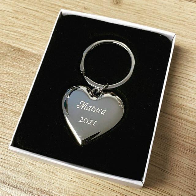 Schlüsselanhänger mit Wunschgravur #matura #geschenk #abschluss #herz #gravur #gravieren #schlüsselanhänger #almere @lasertexx