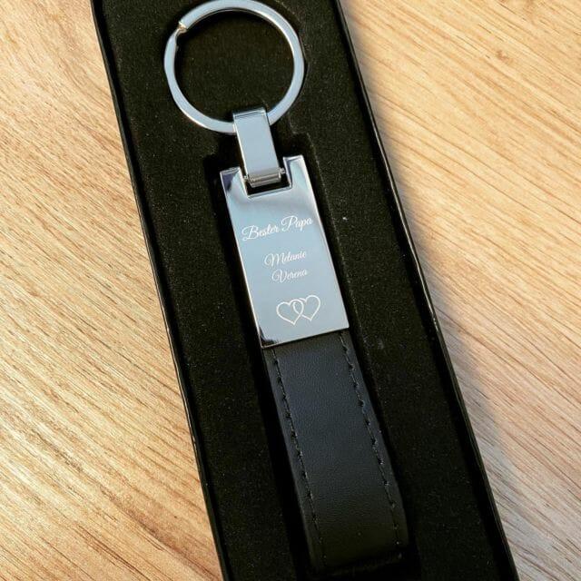 Schlüsselanhänger mit Wunschgravur als Geschenk.  #vatertag #geschenk #gravur #schlüsselanhänger #individuell #personalisiert #papa #vater #bestervater #besterpapa