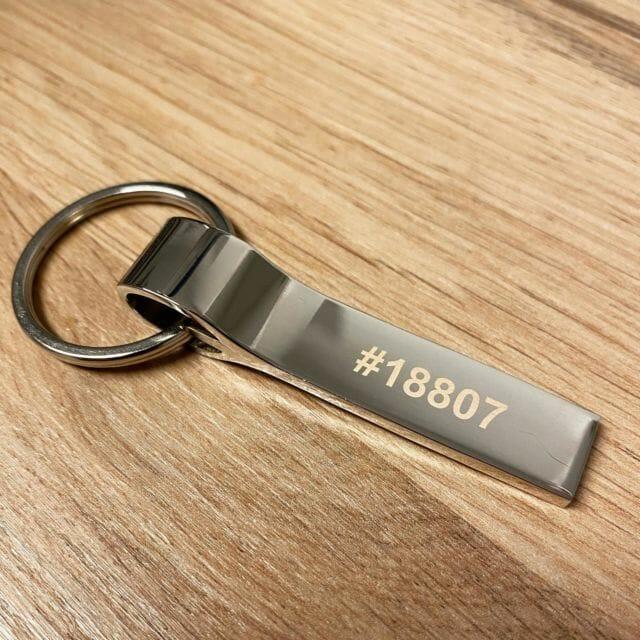 Schlüsselanhänger mit deiner Wunschgravur. Jetzt online gestalten.  #schlüsselanhänger #gravur #wunschgravur #schlüsselbund #geschenk #geschenidee #giveaway #lasergravur @lasertexx