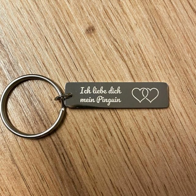 Schlüsselanhänger mit Wunschgravur selber gestalten.  #wunschgravur #gravur #schlüsselanhänger  #geschenk #geschenkideen #liebe