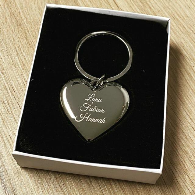 Schlüsselanhänger mit Wunschgravur als Geschenk.  #wunschgravur #gravur #lasergravur #schlüsselanhänger #geschenk #personalisiert #herz #liebe